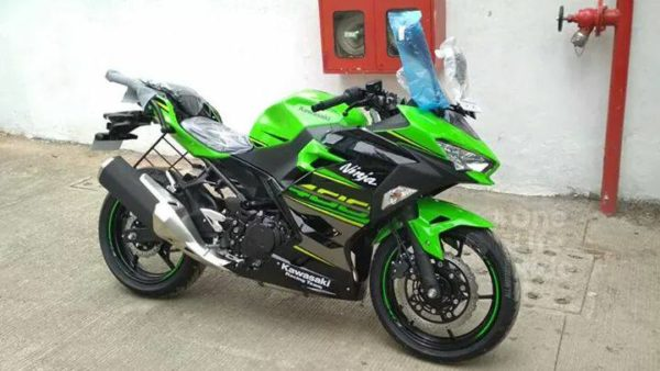 India's First Kawasaki Ninja 400 Has Arrived In Pune (1)