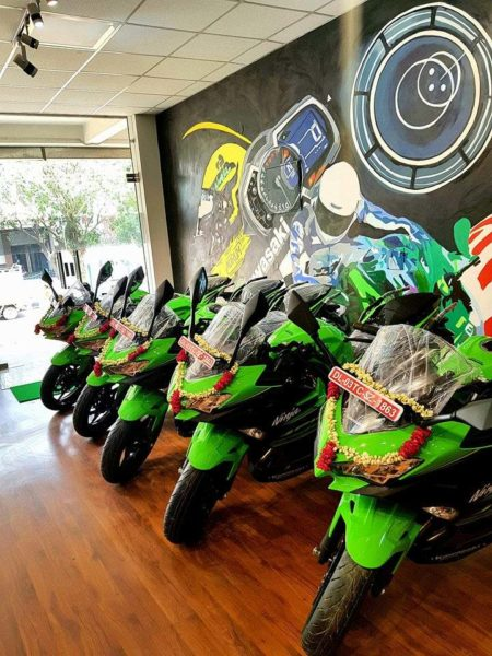 Kawasaki Delhi Delivers Five Ninja 400 Motorcycles In A Single Day (1)