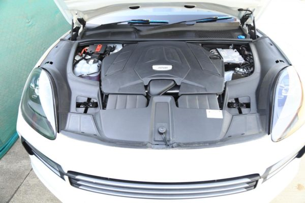 New 2018 Porsche Cayenne engine bay