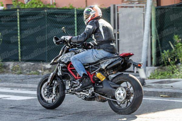 2019 Ducati Hypermotard Spied (3)