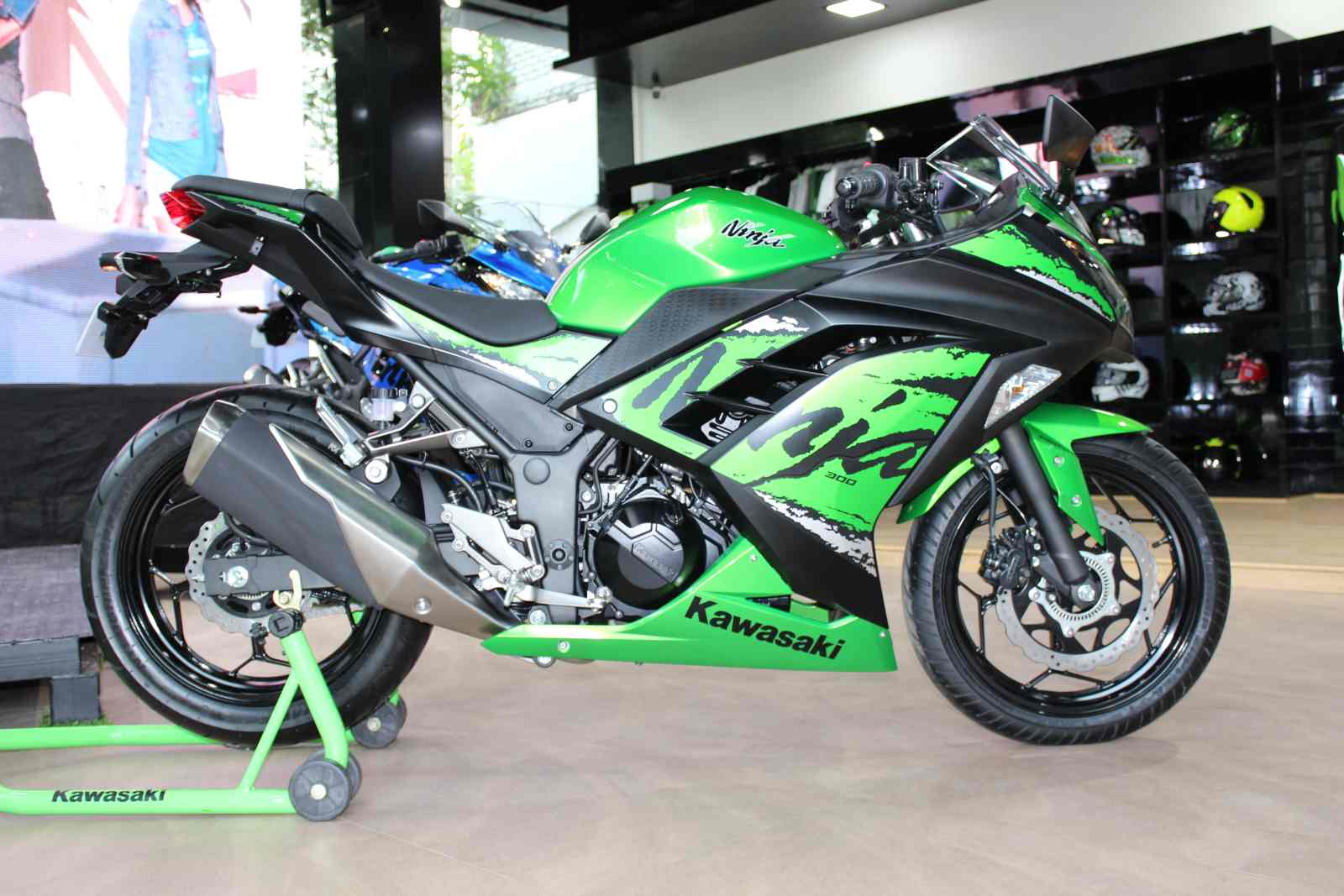 Kawasaki Ninja 300 Price In India Specifications Images Motoroids