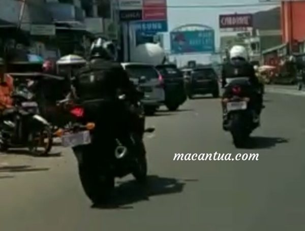 Next Generation Yamaha YZF R25 (YZF R3) Spied With LED Headlight and USD Forks (2)