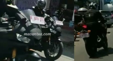 Next Generation Yamaha YZF-R25 (YZF-R3) Spied With LED Headlight and USD Forks