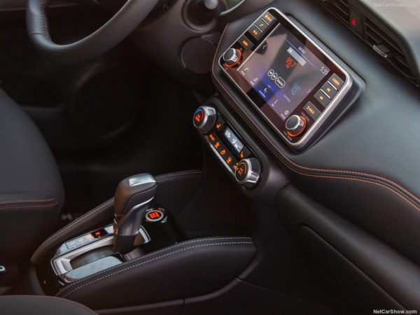 Nissan Kicks centre console