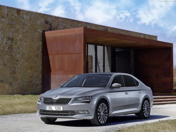 Skoda Superb right 3 quarter