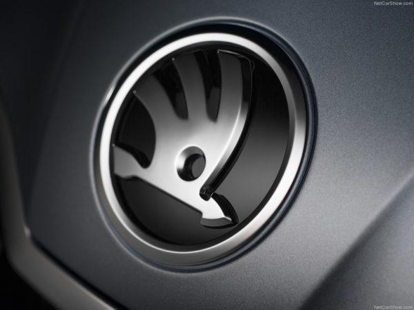 Skoda Superb skoda logo