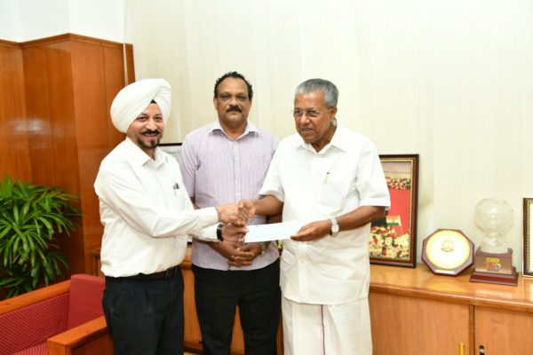 Swaran Singh, CEO, Srinivasan Services Trust (SST) handing over the cheque to Kerala Chief Minister Pinarayi Vijayan in Thiruvananthapuram