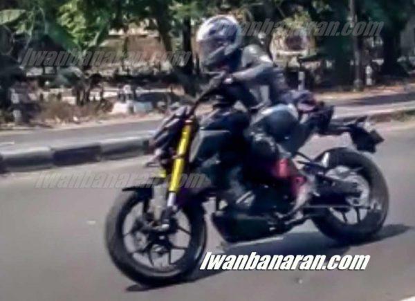 Yamaha Xabre 150 facelift spyshot side