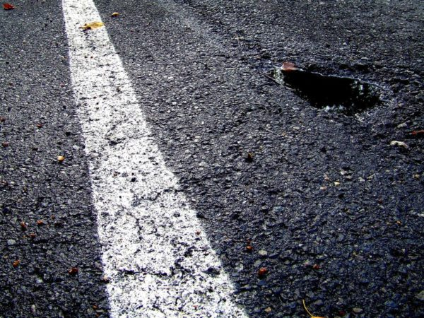 potholes white line