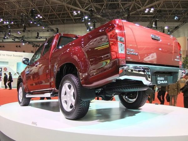 ISUZU D MAX Rear_Perspective_View