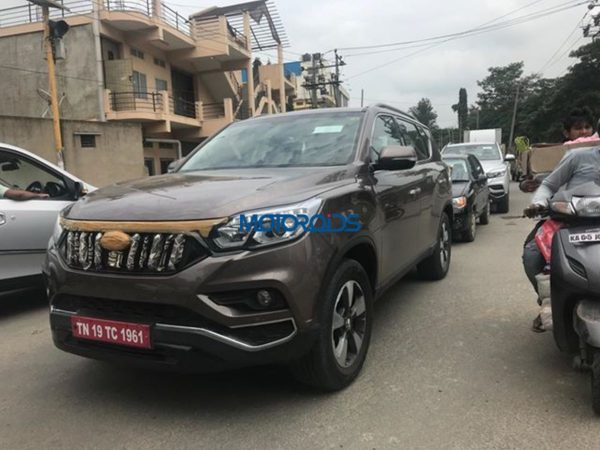 Mahndra XUV 700 spy images front