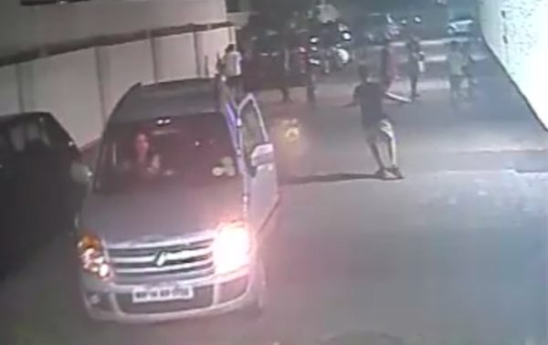WagonR runs over kid door open