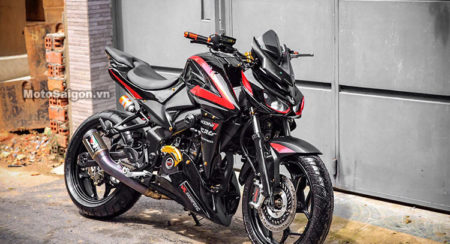 Bajaj Pulsar NS200 Converted Into A Kawasaki Z1000 Front Three Quarter