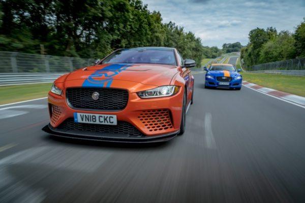 Jaguar_ XE_SV_Project8_RaceTaxi_01 (1)
