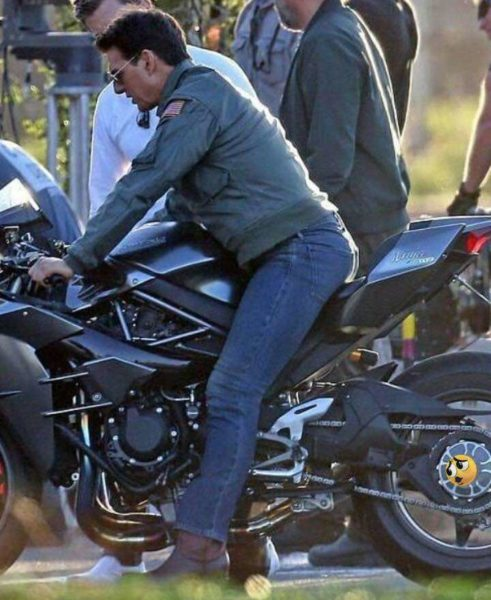 Kawasaki H2 Tom Cruise side standing