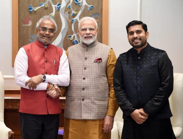 Savji Dholakia gifts cars with PM