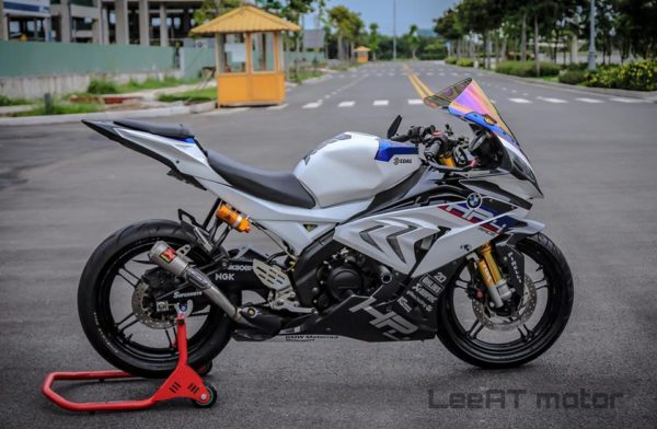 Yamaha R15 V2 To BMW Hp4 Race (2)