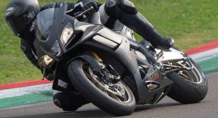 2019-Aprilia-RSV4-1100-Factory track lean (1)