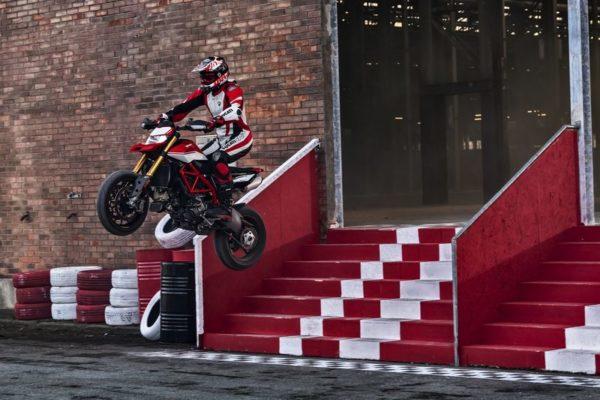 2019 Ducati Hypermotard jump
