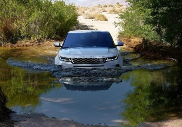 2019 Range Rover Evoque wading zoom out