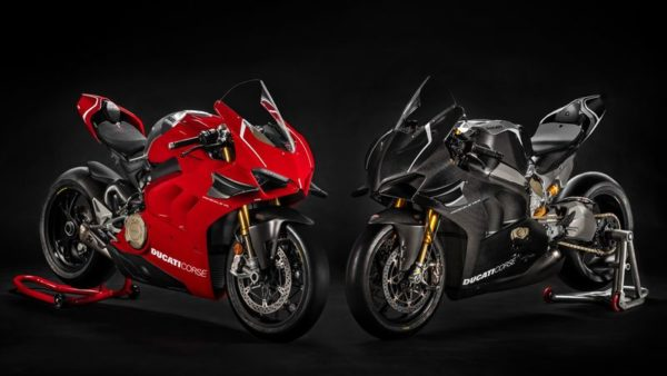 Ducati Panigale V4R Side to side studio