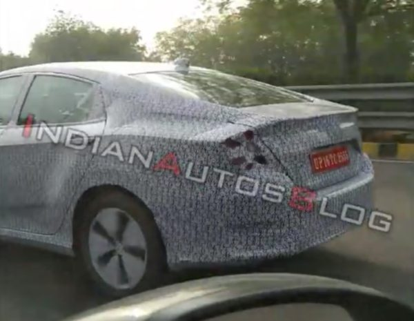 Honda Civic 2019 Spied rear quarter