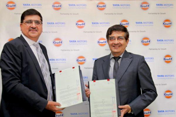 L R, Ravi Chawla, MD, Gulf Oil and Mayank Pareek – President, Passenger Vehicle Business Unit, Tata Motors at the sigining ceremony
