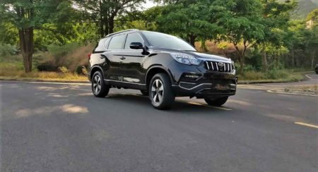 Mahindra Alturas G4 in motion (4)