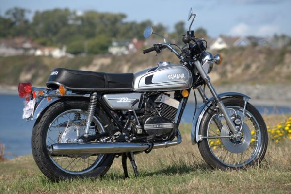 Yamaha RD 350 side profile