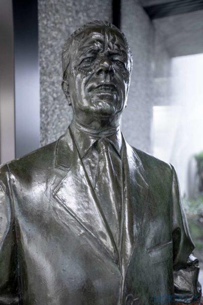 Battista 'Pinin' Farina statue