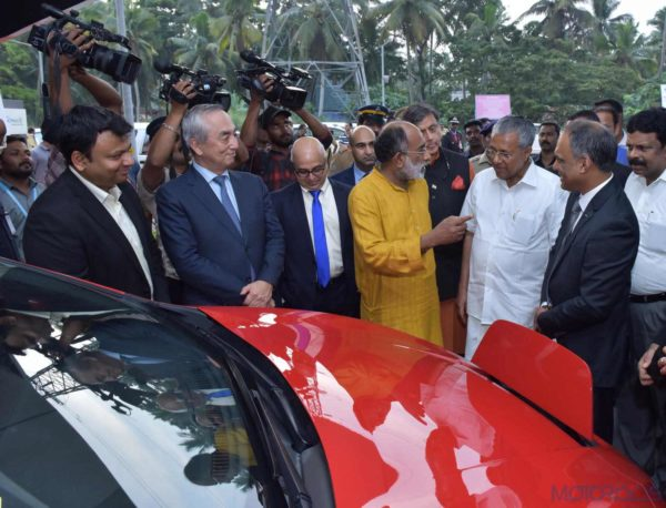 Image 3_ Chief Minister Shri Pinaryi Vijayan taking a look at Nissan's Electric Vehicle Leaf