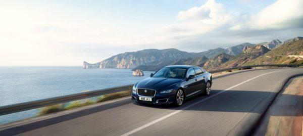 Jaguar_XJ50_ top quarter rolling