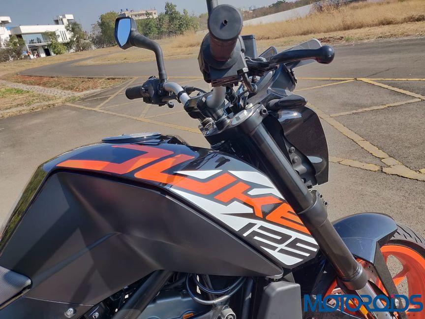 KTM Duke 125 review tank