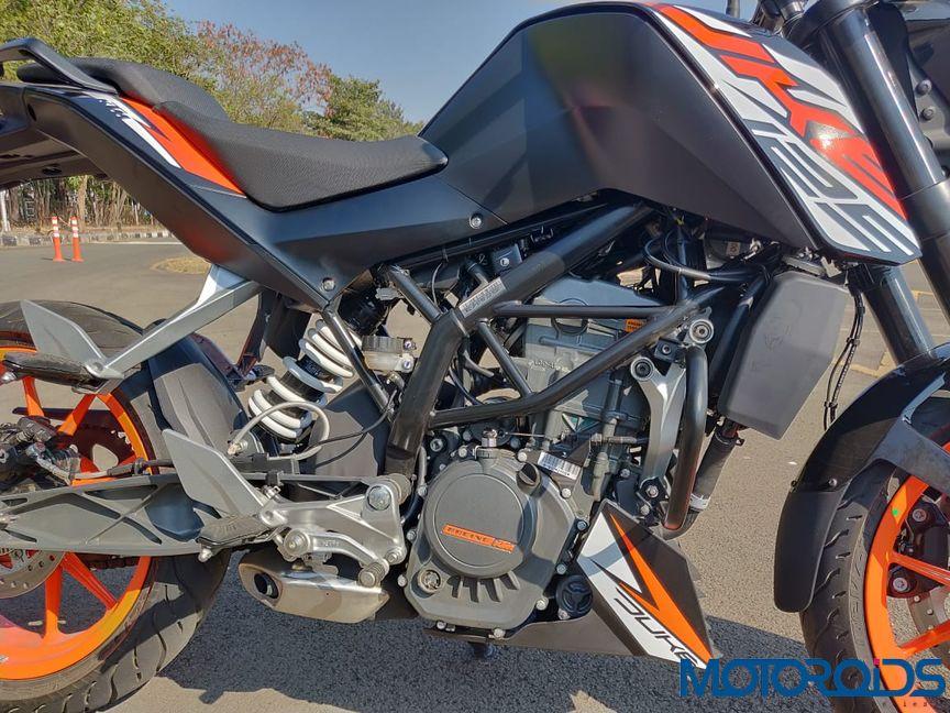 KTM Duke 125 review engine