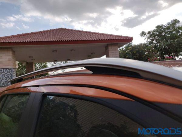 Nissan Kicks Media Drive roof rail