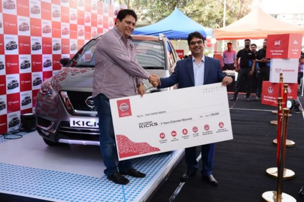 Nissan felicitates the first Kicks owner (1)
