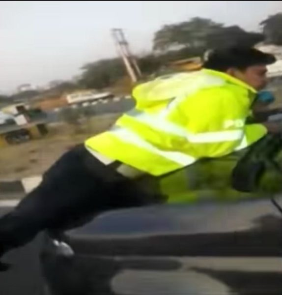 Police officer stops ecosport clinged on
