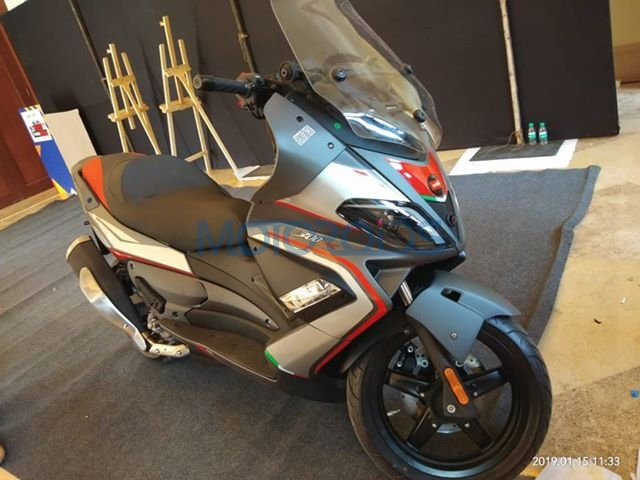 Aprilia SR Max 300 Spotted In India (1)