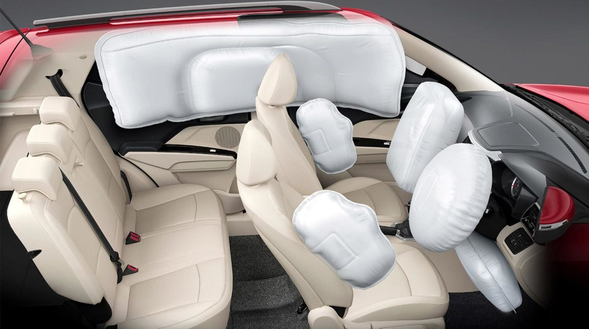Mahindra XUV 300 backseat and airbags(3)