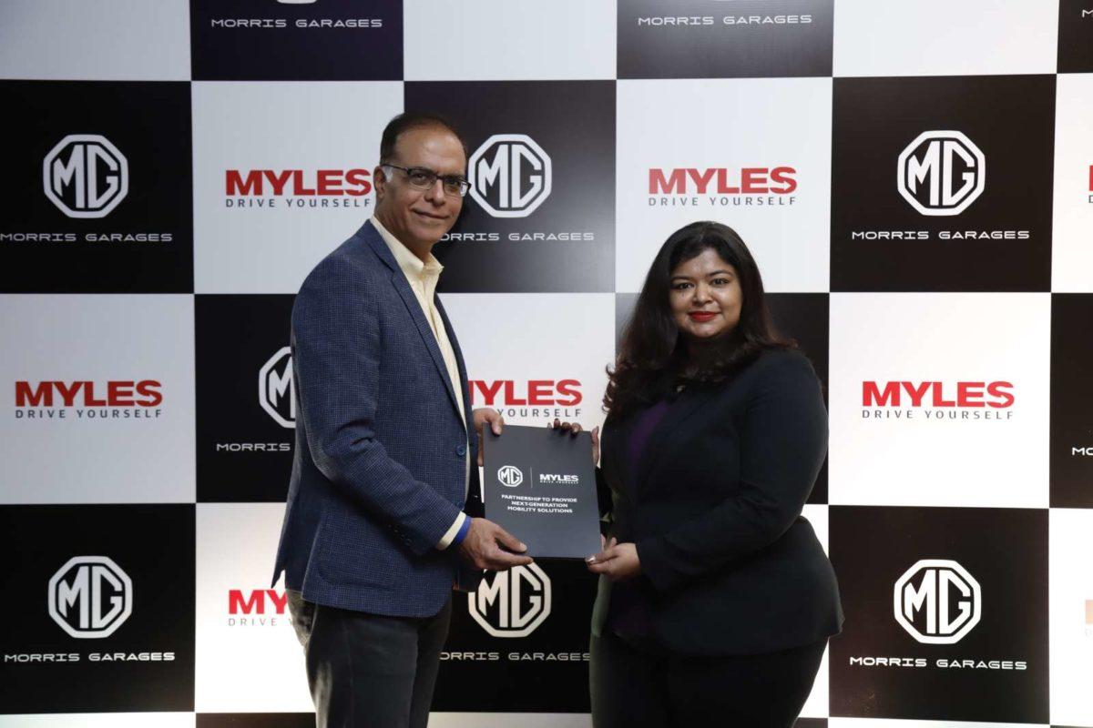 Rajeev Chaba, President & Managing Director, MG Motor India & Sakshi Vij, Founder & CEO, Myles during Tieup Ceremony (1)