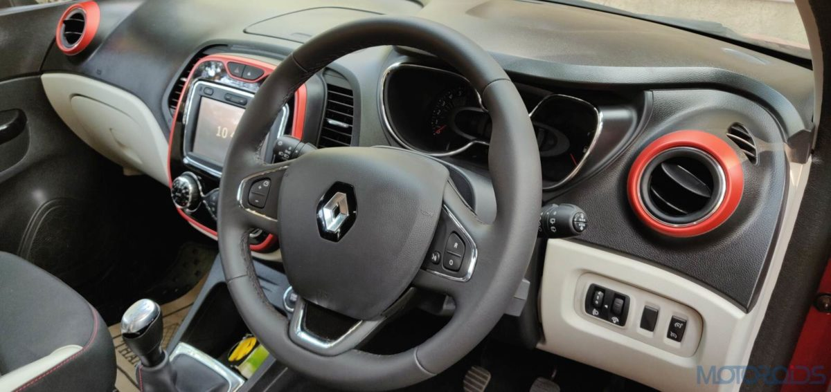 Renault Captur Petrol steering wheel(87)