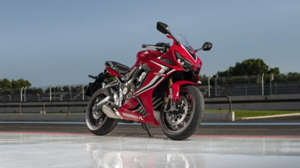 2019 Honda CBR650R front quarter low