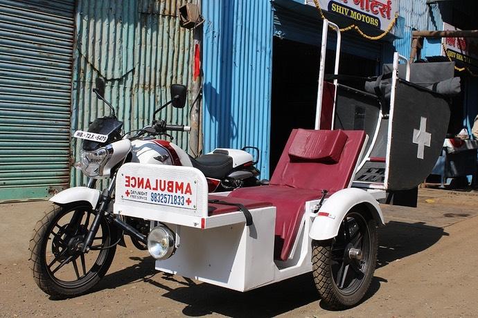 Bajaj V15 Ambulance quarter