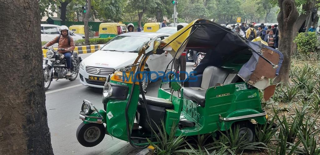 Bentley Bentayga totalled rickshaw side
