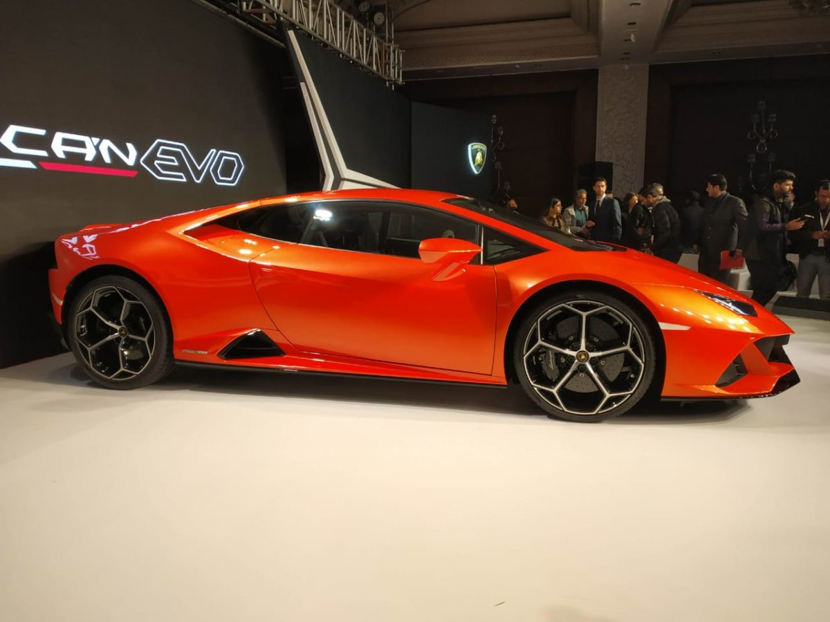 Huracan Evo Launch side