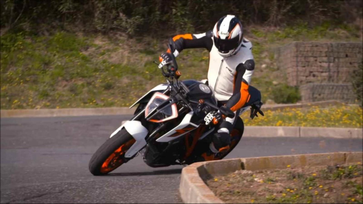 KTM traction control video