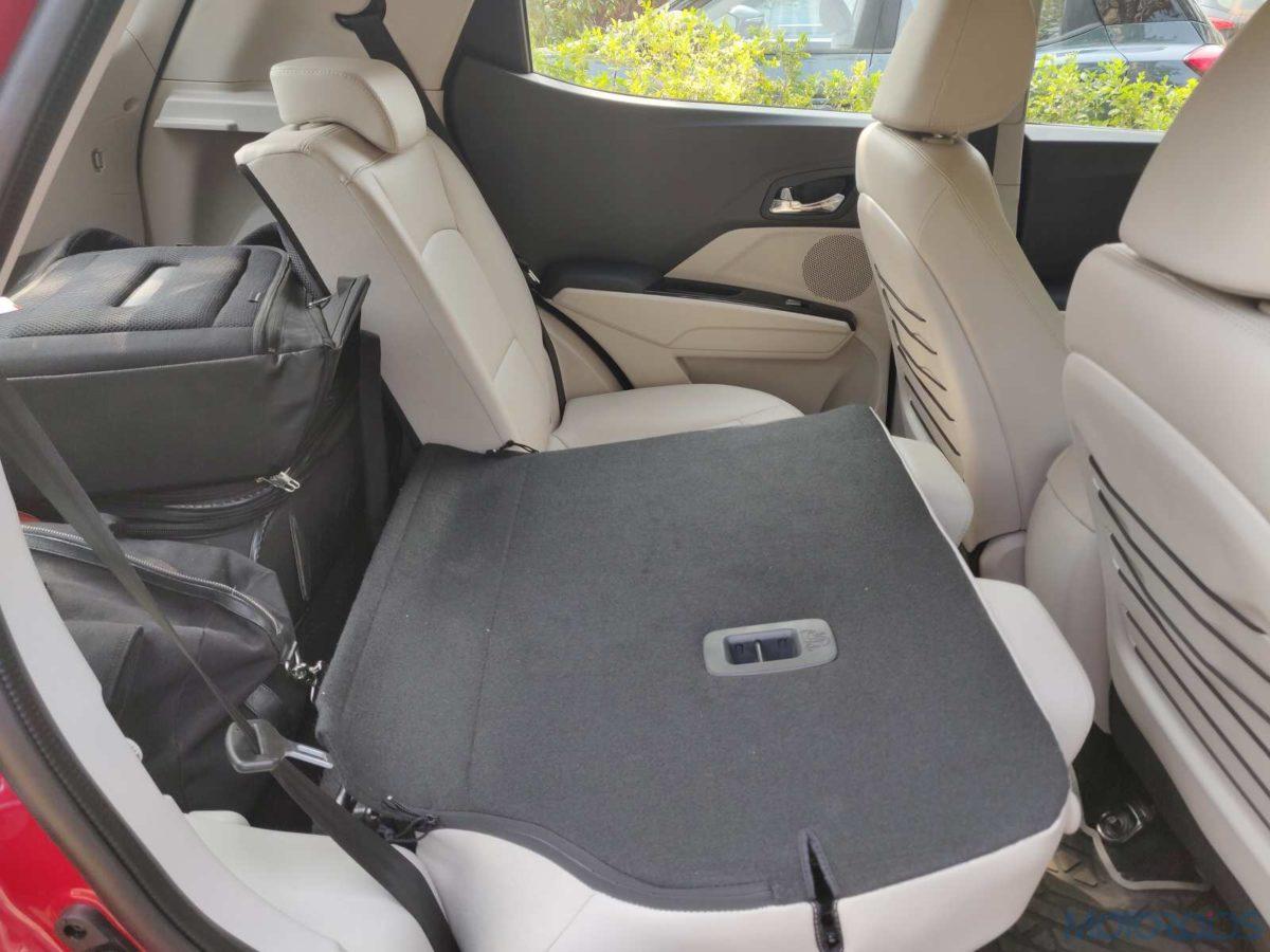 Mahindra XUV 300 W8 Diesel 60 40 rear backrest(99)
