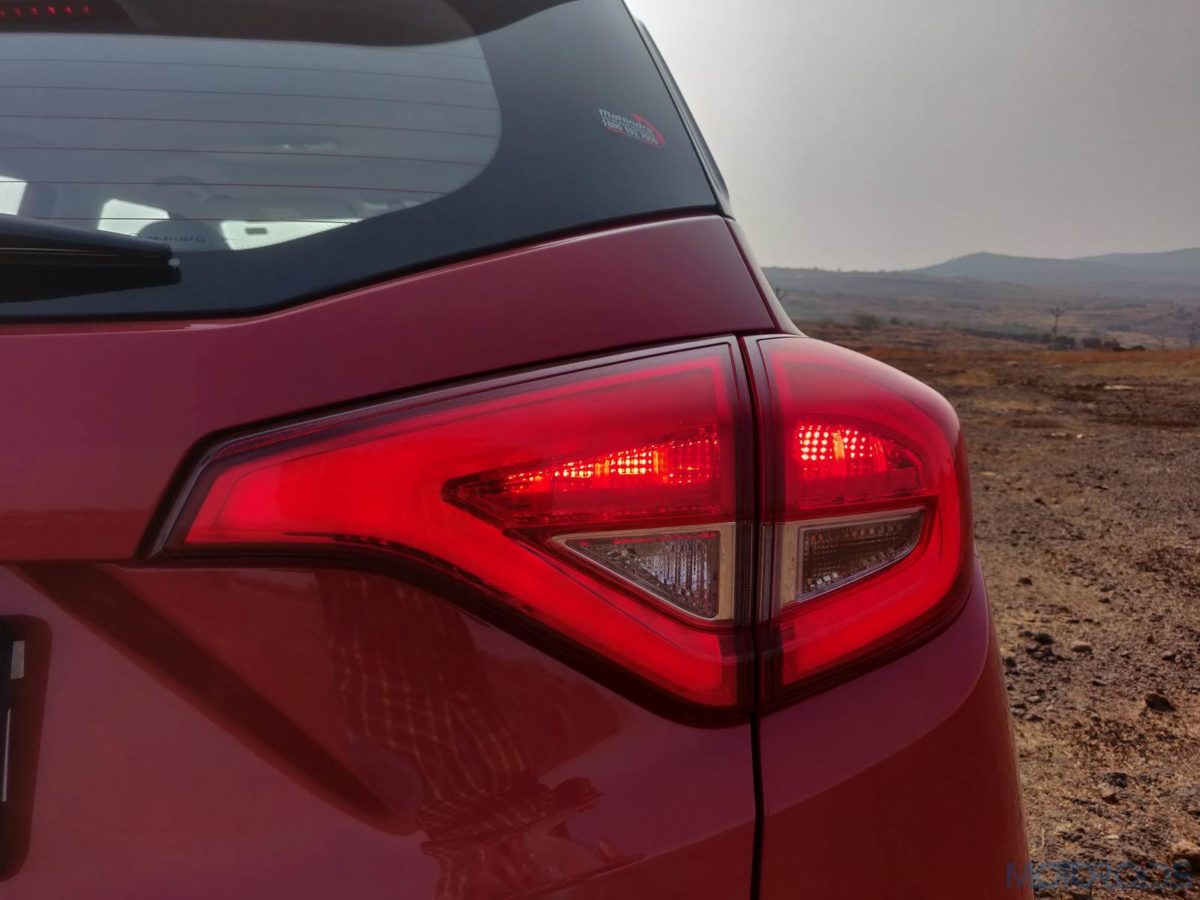 Mahindra XUV 300 W8 Diesel LED taillights (23)