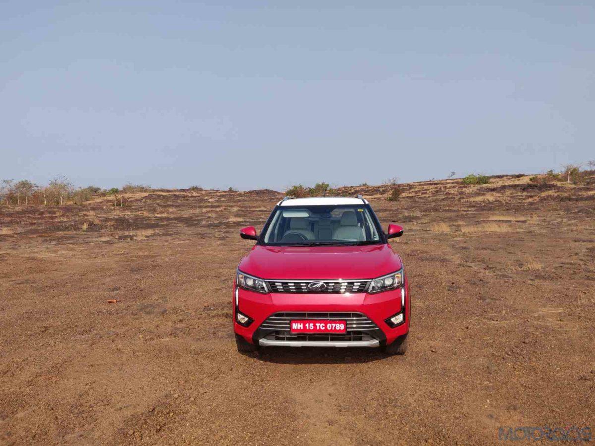 Mahindra XUV 300 W8 Diesel Static Head on(15)