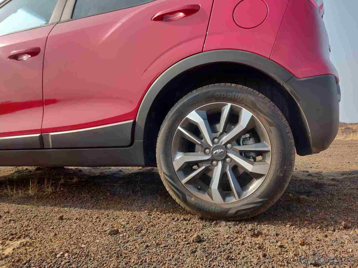 Mahindra XUV 300 W8 Diesel alloy wheel pattern(9)